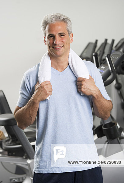 stehend  Fitness-Studio  Mann  Handtuch