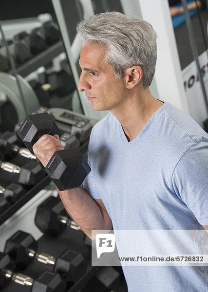 Fitness-Studio  Mann  Freiheit  heben  Hantel