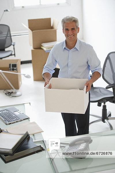 Geschäftsmann  halten  Büro  neu
