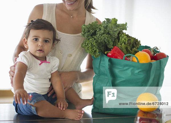 Tasche  verpacken  kaufen  Tochter  Mutter - Mensch
