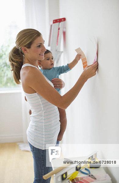 Farbaufnahme  Farbe  auswählen  Farbe  Farben  Tochter  Mutter - Mensch  bemalen