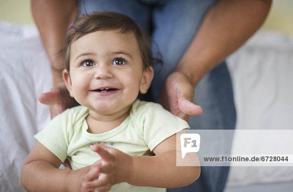 Menschlicher Vater  klein  Mädchen