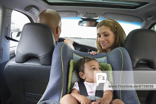 sitzend  Auto  klein  jung  Mädchen
