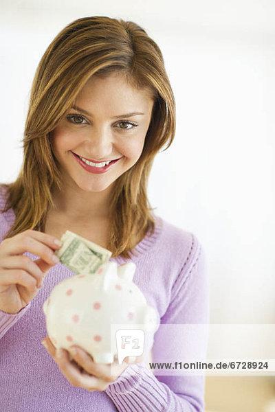 Vereinigte Staaten von Amerika  USA  Geldschein  Sparschwein  Portrait  Frau  jung  Jersey City  New Jersey