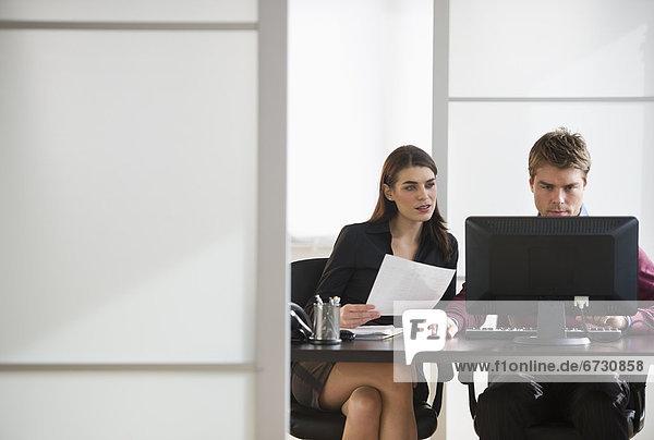 Wirtschaftsperson  arbeiten  Paar  Paare  Büro