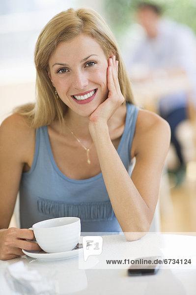 Portrait  Frau  Mittelpunkt  trinken  Kaffee  Erwachsener