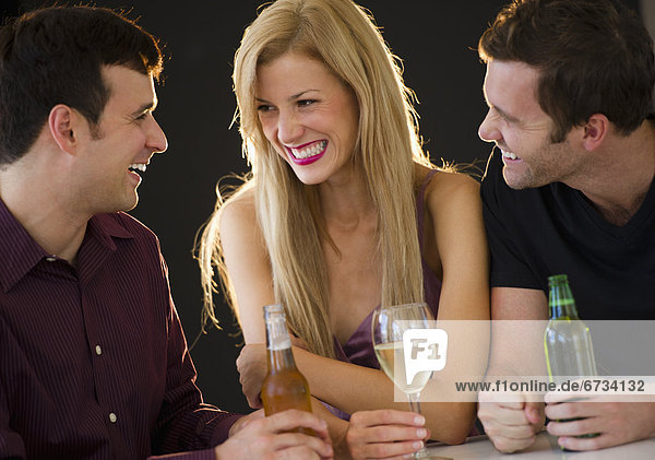 Freundschaft , Nachtklub , trinken