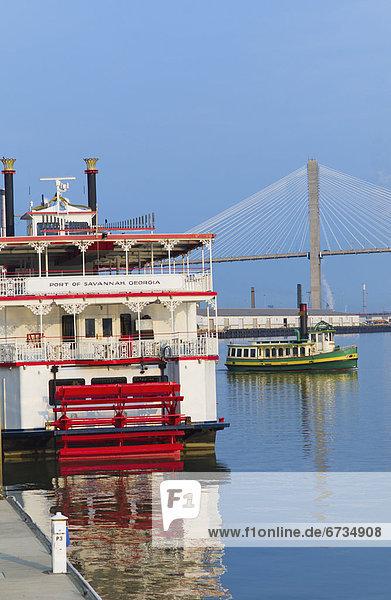 Vereinigte Staaten von Amerika  USA  Brücke  Hintergrund  Schiff  Passagier  Savannah