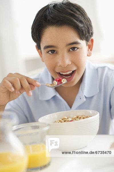 Getreide  Junge - Person  12-13 Jahre  12 bis 13 Jahre  Frühstück
