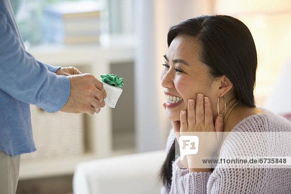 Verlobung  Frau  Mann  geben  klingeln