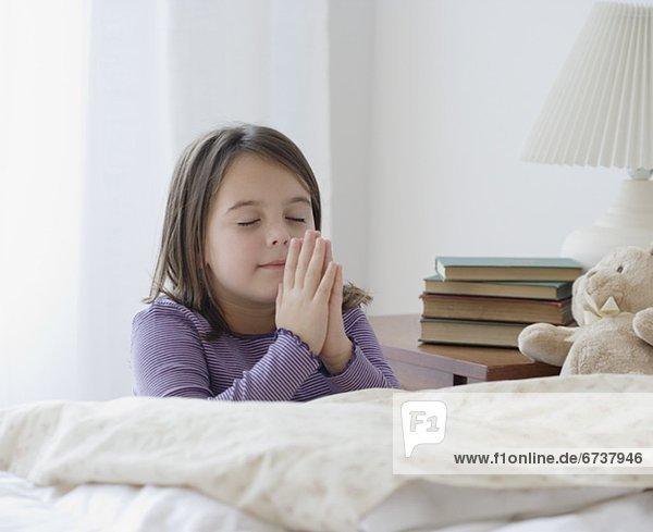 Bett  Gebet  Mädchen