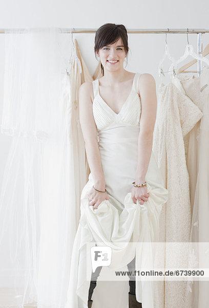 Portrait  Frau  Hochzeit  jung  Laden  Kleidung  Kleid