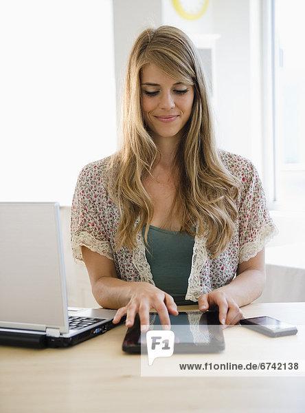 E-Book  Elektronisches Buch  Frau  vorlesen