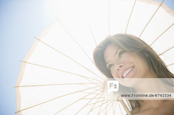 Frau  Sonnenschirm  Schirm  Sonnenlicht