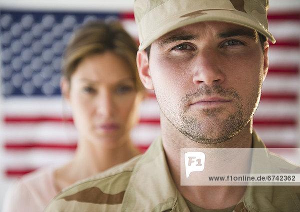 hoch  oben  nahe  Freundin  Hintergrund  Fahne  amerikanisch