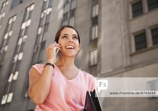 Frau Gespräch auf mobile