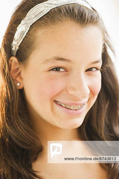 Portrait  lächeln  Kleidung  12-13 Jahre  12 bis 13 Jahre  Mädchen