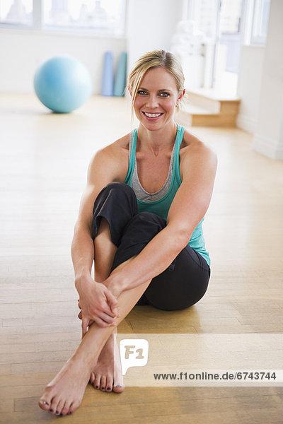 sitzend  Fitness-Studio  Portrait  Frau