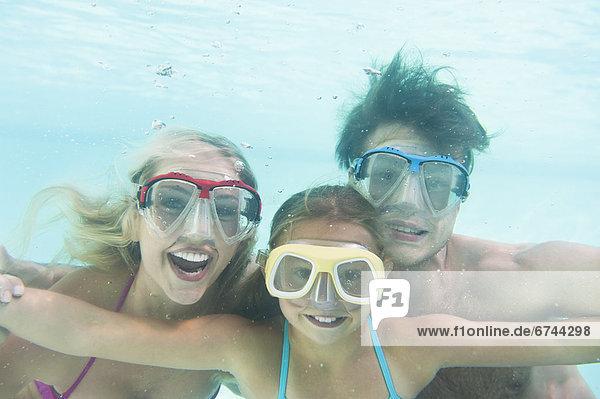 Menschliche Eltern Unterwasseraufnahme schwimmen Tochter 10-11 Jahre 10 bis 11 Jahre