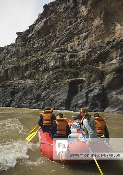 Mensch  Menschen  Menschengruppe  Menschengruppen  Gruppe  Gruppen  Fluss  Rafting