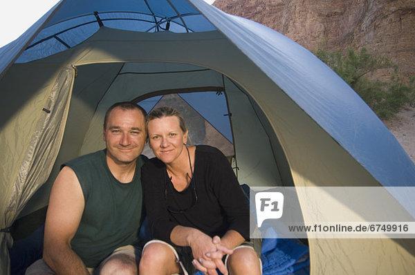 hoch  oben  nahe  Zelt