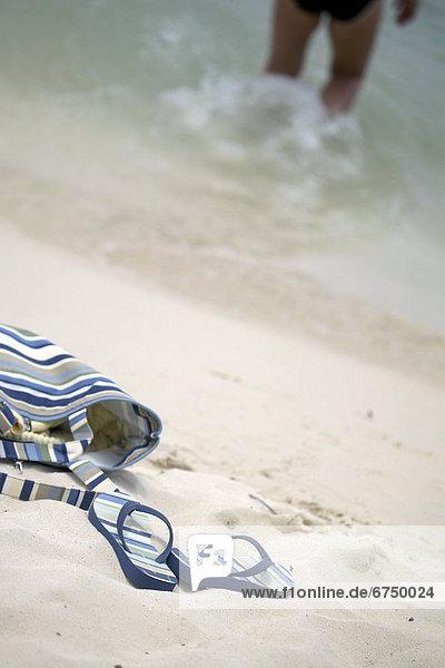 Frau  Strand  Handtuch  Tasche  Sandale  Brandung