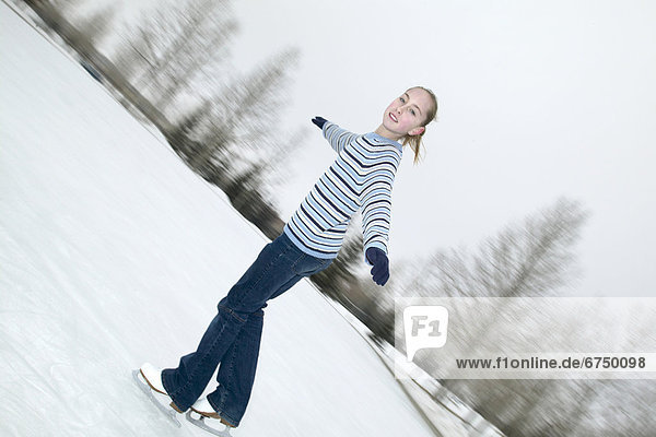 Eis  Außenaufnahme  Mädchen  Eisbahn