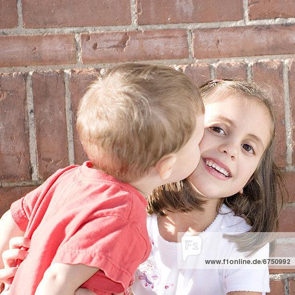empfangen  Bruder  Schwester  küssen  Baby