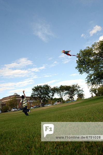 fliegen  fliegt  fliegend  Flug  Flüge  Junge - Person  jung