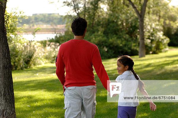 gehen  Menschlicher Vater  Tochter