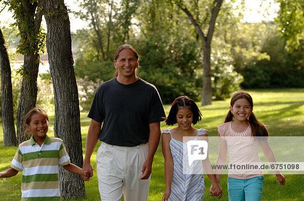 Familienwanderung im Park