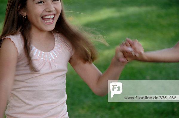 Außenaufnahme  Mädchen  spielen