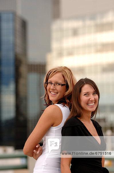 Außenaufnahme  Stadtansicht  Stadtansichten  Frau  Hintergrund