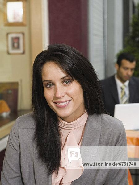 Portrait  Geschäftsfrau  Cafe  Außenaufnahme