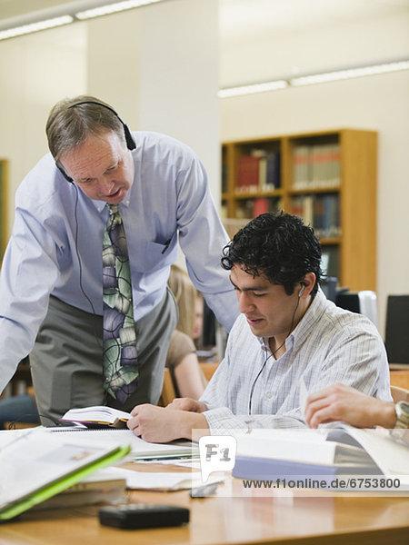 Hilfe  Bibliotheksgebäude  Student  Hochschule  Professor