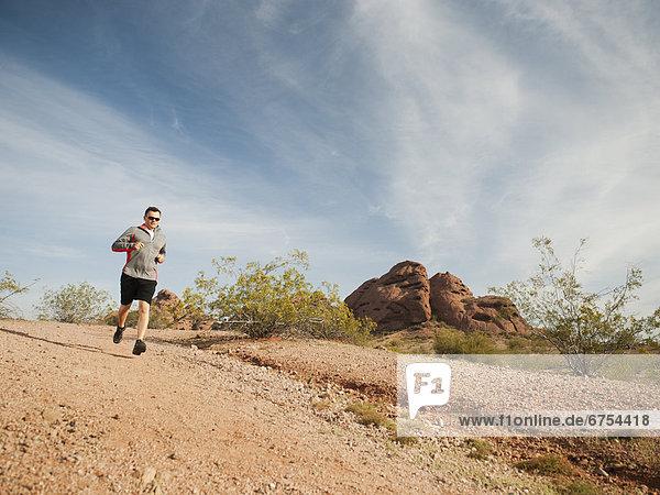Vereinigte Staaten von Amerika  USA  Mann  Wüste  Mittelpunkt  Arizona  joggen  Erwachsener  Phoenix