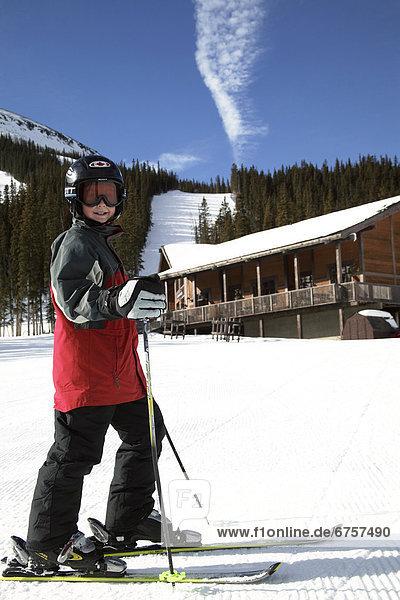 Skifahrer Junge - Person Hintergrund Lodge Landhaus