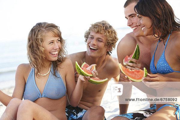 Strand  jung  Wassermelone  essen  essend  isst