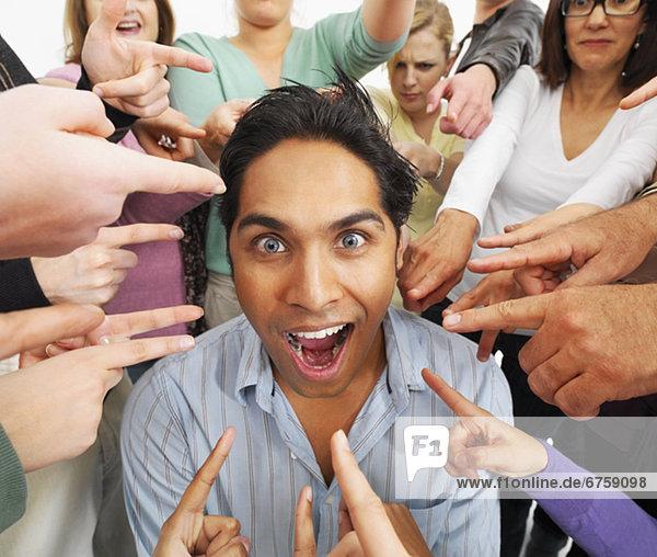 Mensch  Einzelperson  eine Person  Menschengruppe  Menschengruppen  Gruppe  Gruppen  Menschen  zeigen  1