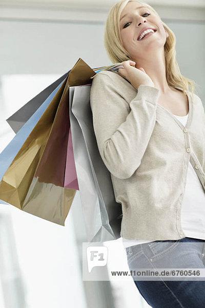 Attraktivität  Frau  Tasche  halten  kaufen