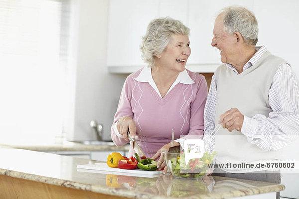 Senior  Senioren  Zusammenhalt  Vorbereitung  Salat Senior, Senioren ,Zusammenhalt ,Vorbereitung ,Salat