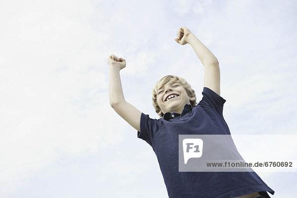 Fröhlichkeit  Junge - Person  heben  Himmel  jung