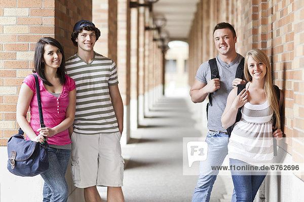 Korridor  Korridore  Flur  Flure  Portrait  4  Student  Hochschule