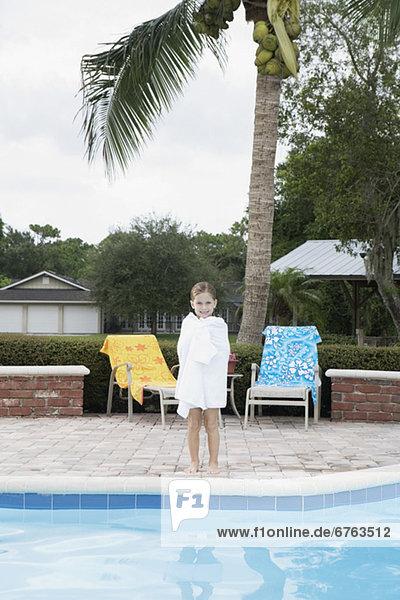 stehend Ecke Ecken Schwimmbad Mädchen