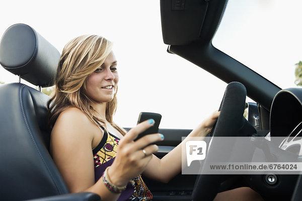 Frau fahren Cabrio