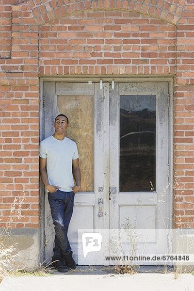 Mann  Gebäude  jung  verlassen