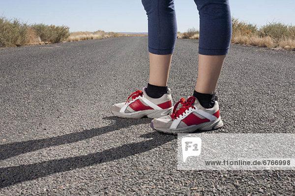 Vereinigte Staaten von Amerika  USA  stehend  Unterer Ausschnitt  Frau  Schuh  Mittelpunkt  Arizona  Kleidung  Erwachsener