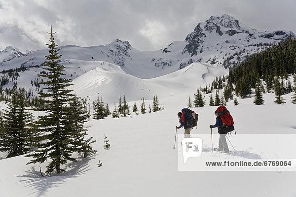 Mensch  Menschen  folgen  Hintergrund  Bach  Karussell  rot  British Columbia  Schneeschuhlaufen