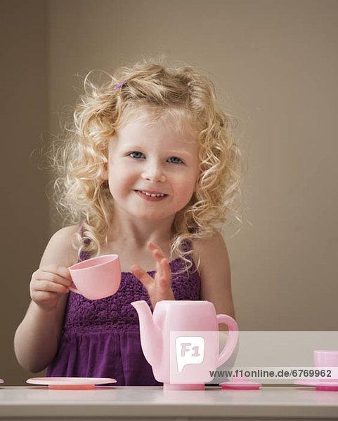 Vereinigte Staaten von Amerika  USA  Essgeschirr  Spielzeug  2-3 Jahre  2 bis 3 Jahre  Mädchen  spielen  Utah