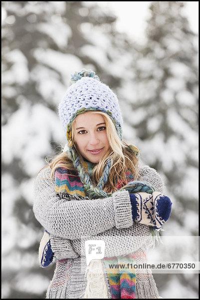 Vereinigte Staaten von Amerika  USA  Portrait  Frau  Winter  Kleidung  jung  Salt Lake City  Utah